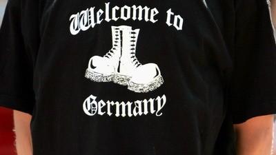 1,2,3 Sieg Heil - Nazimarke verklagt eBay und gewinnt