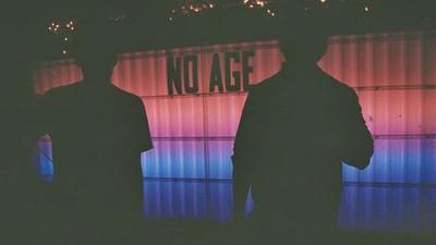 No Age han montado a mano 10.000 portadas de su nuevo disco