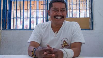 Deze vriendelijke schoolmeester zit al 13 jaar vast voor de moord op zeven politieagenten