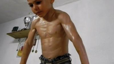 El Hulk rumano de nueve años y su encabronado papá