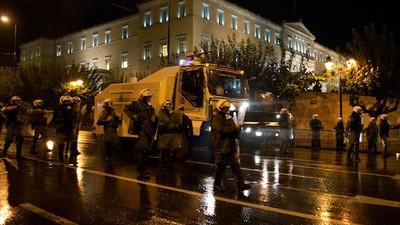 La policía griega ha podido por fin estrenar sus nuevos cañones de agua