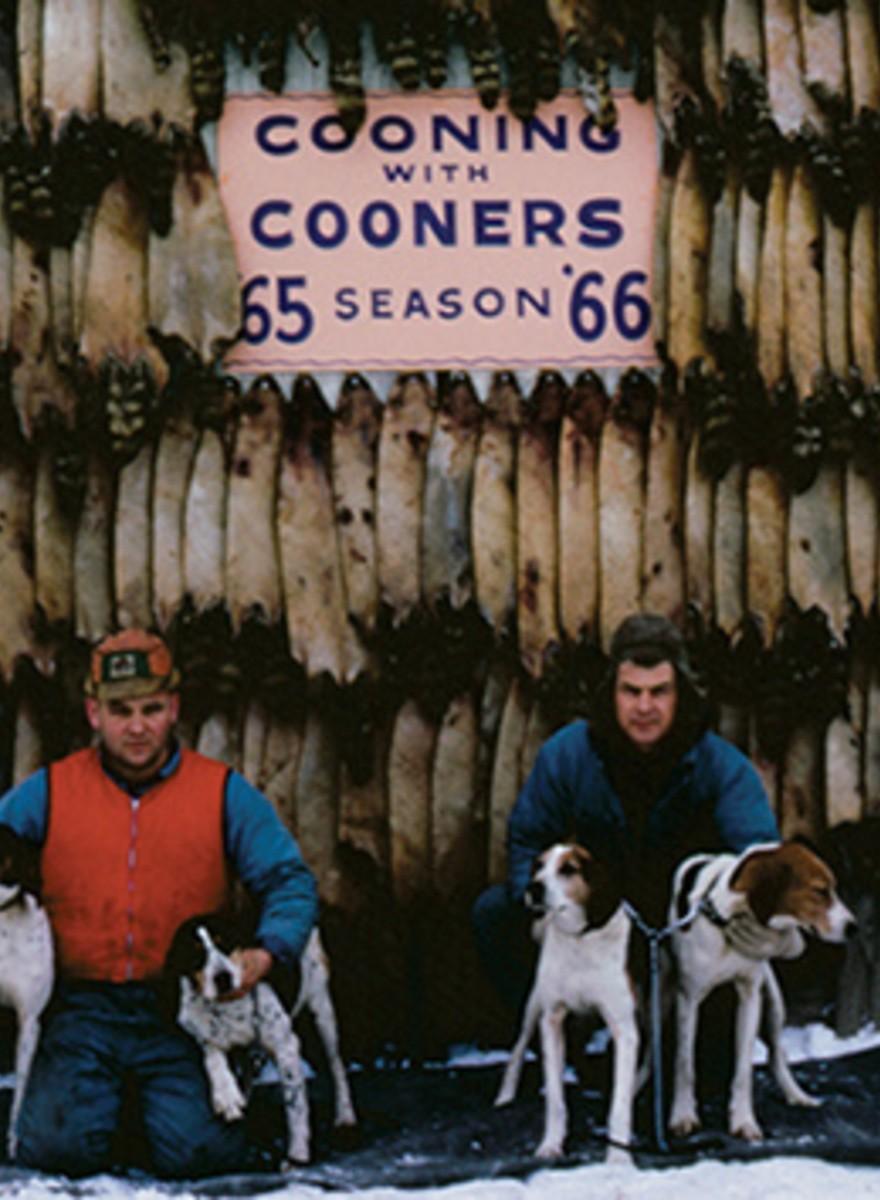 Deze oude foto's van Amerikaanse wasbeerjagers zijn prachtig