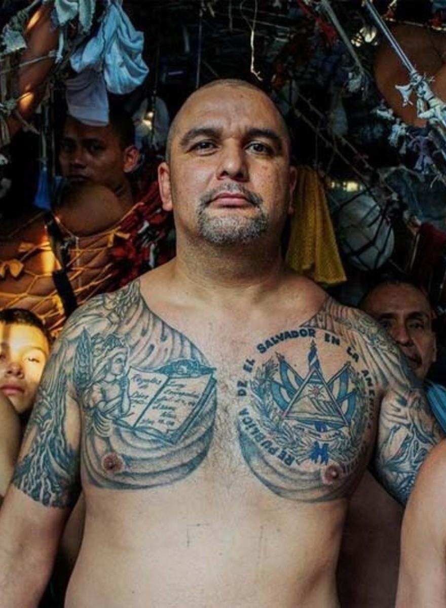 Dentro de las jaulas pandilleras: el fotógrafo Giles Clark nos platica sobre su historia de El Salvador
