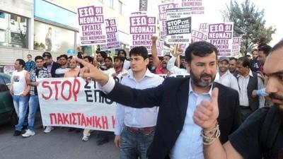 """""""Sunt niște mizerabili"""": Imigranții Greciei sunt încântați de arestările membrilor grupării Zorii Aurii"""
