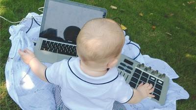 A che serve avere un bambino se non fa il DJ