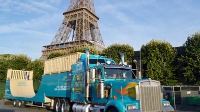 Tracer dans Paris au volant d'un énorme semi-remorque