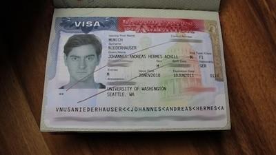 Ik werd tot op het bot gefouilleerd door Amerikaanse douanebeambten omdat ik een gitaar bij me had