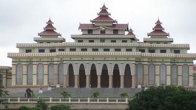 In de miljarden kostende nieuwe hoofdstad van Myanmar woont bijna niemand