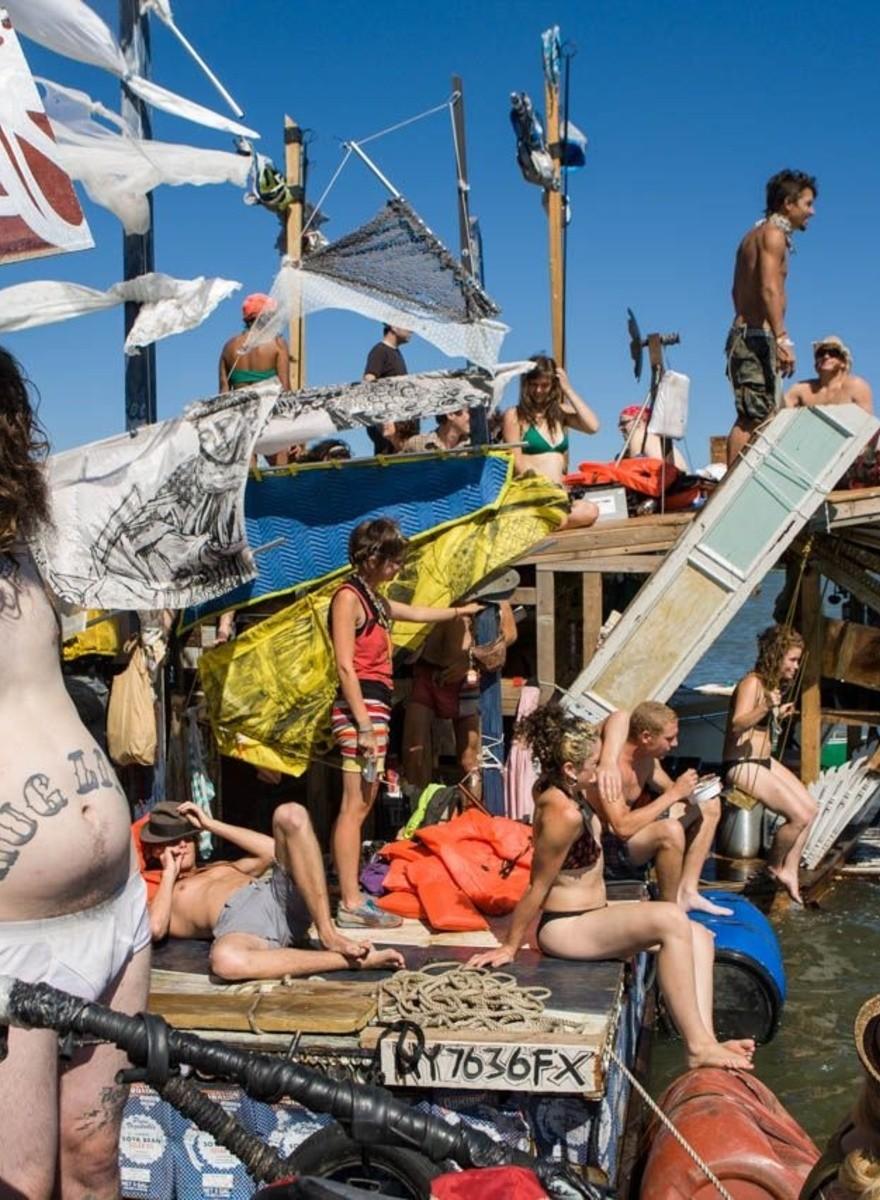 Gli hippie di New York sono diventati dei pirati