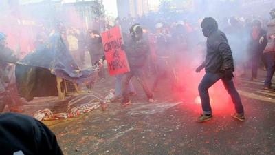 Gli studenti di Milano protestano contro i tagli alla scuola pubblica