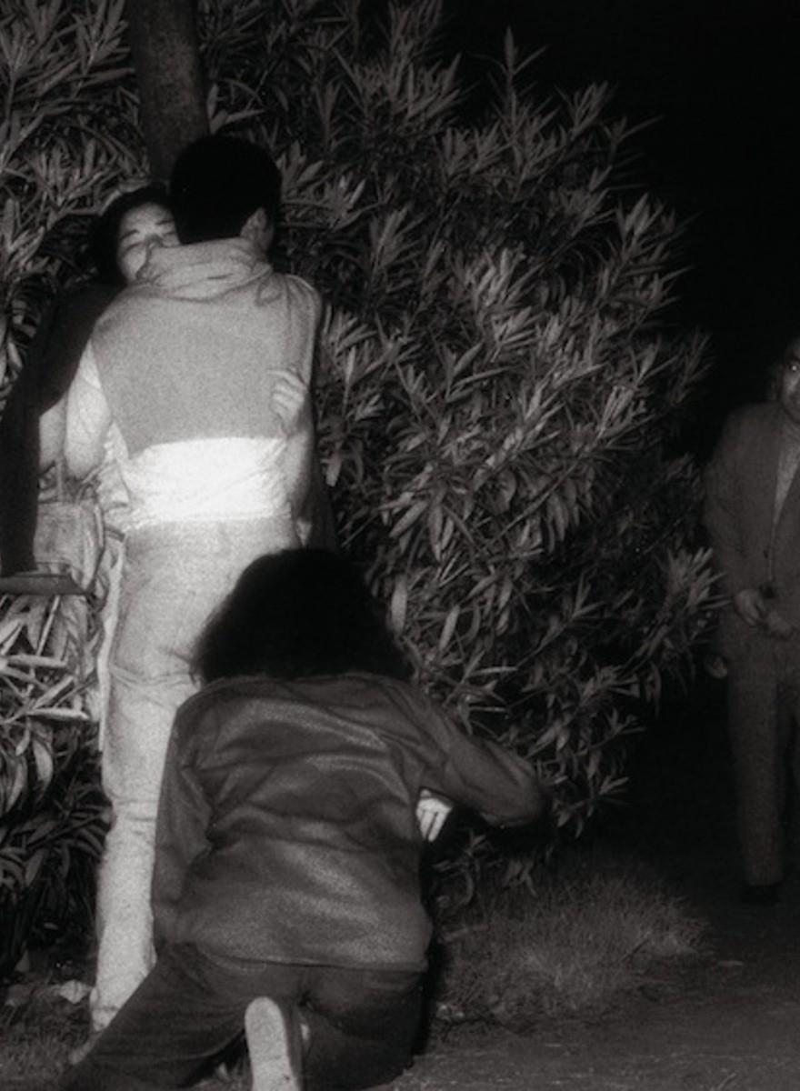 Fotografiando a los voyeurs que miran a las parejas que follan en parques