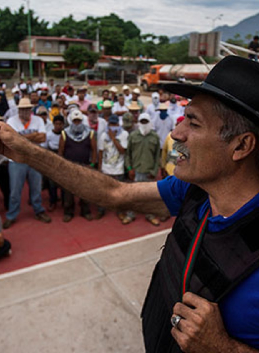 Este médico mexicano dirige una milicia contra los cárteles de la droga