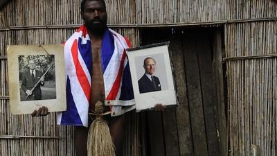 Este hombre vivió con la tribu que piensa que el Principe Felipe es Dios