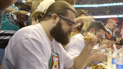 Jason Kelce Wore Google Glass and Watched Molly Schuyler Eat 363 Chicken Wings at the Wing Bowl