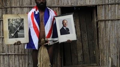 Este hombre vivió con la tribu que cree que el Príncipe Felipe es Dios