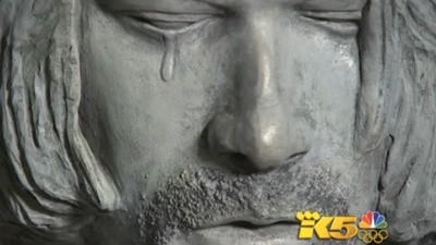 """Kurt Cobain será """"honrado"""" en su pueblo con una estatua horrenda"""