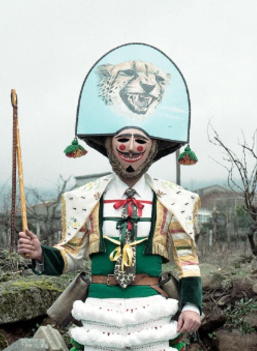 Los disfraces que llevan en Ourense en carnaval acojonan bastante