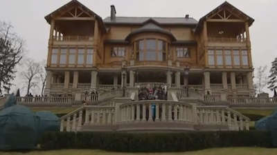 Hanging Out in Ousted Ukrainian President Viktor Yanukovych's Mansion