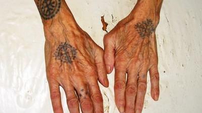 Atlas Hoods : les tatouages de grand-mères en bosnie-herzégovine
