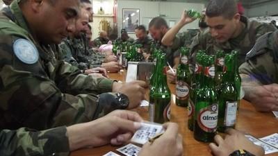 Los soldados que cuentan hamburguesas para volver a casa