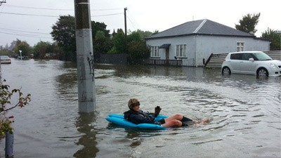 News of Zealand: Improvised Houseboats, Fighting Cops, and Drinking Hand Sanitiser