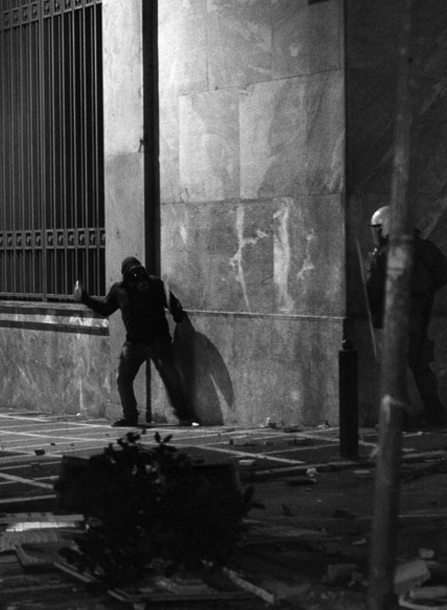 Fotografiando la terrible realidad de las protestas y la pobreza en Atenas