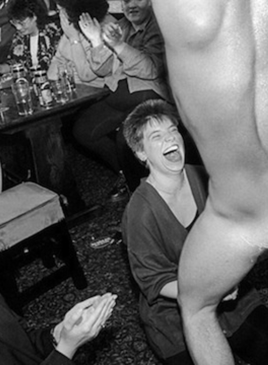 How Photographer David Hurn Captures Sublime Moments in Mundane Life