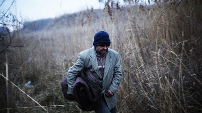 Μετανάστες Φεύγουν από την Ελλάδα Διασχίζοντας Τρεις Χώρες με τα Πόδια