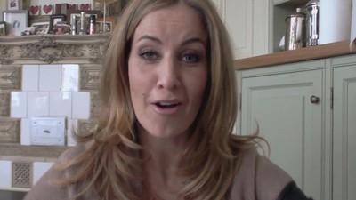 Charlotte Würdig ist ein Hakle®-Feucht-Tuch
