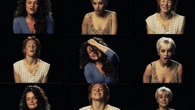 Ein Interview mit der Girlband, die im Video gleichzeitig singt und einen Orgasmus hat