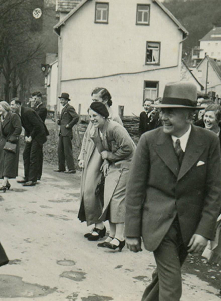 Le foto dei nazisti e la banalità del male