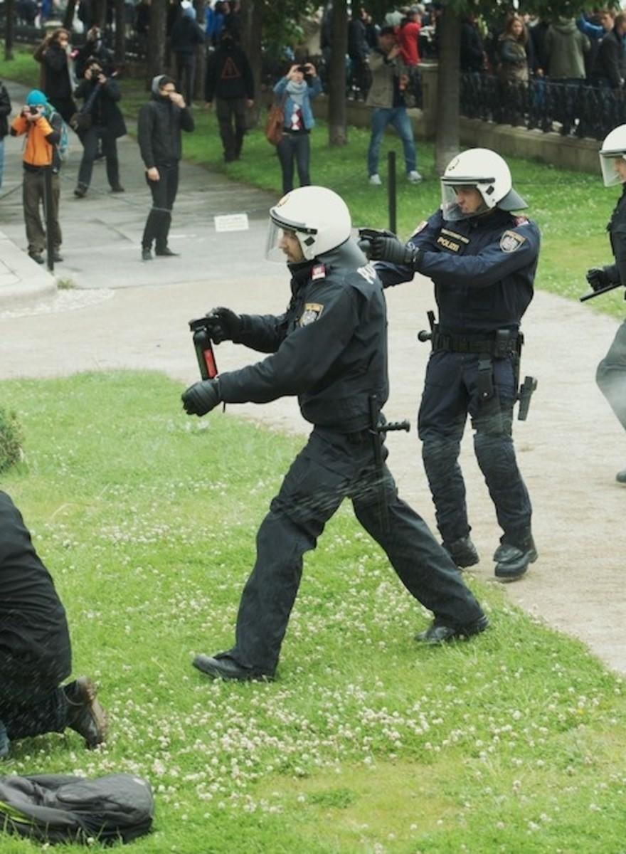 Pfefferspray und wie die Polizei gegen Demonstranten vorgeht