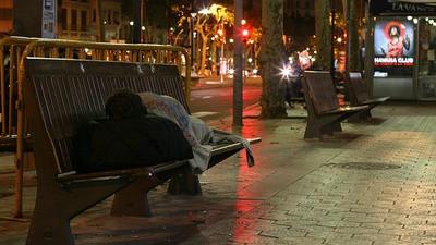 En Barcelona te multan por ser pobre