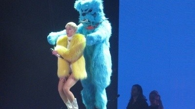 Turneul lui Miley Cyrus: Ce se întâmplă când sexul nu mai vinde