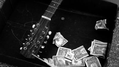 Cobrar por un concierto puede ser una auténtica pesadilla