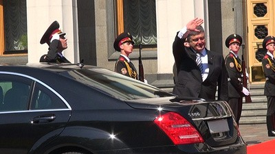 Ukraine Swears in a New President
