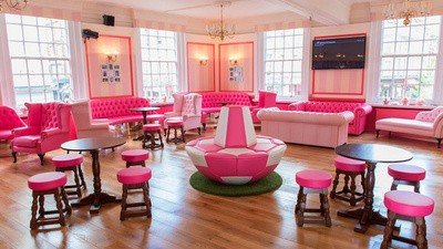 I Went to an All-Pink 'Beauty Pub' to Watch the World Cup, Because I'm a Girl