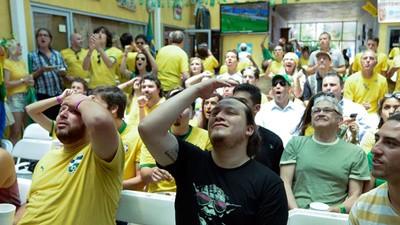 Enquanto o Mundo Esperava que o Brasil Pegasse Fogo, os Brasileiros Davam Risada