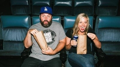 Meet the Married Comedians Who Share Their Private Life in a Podcast