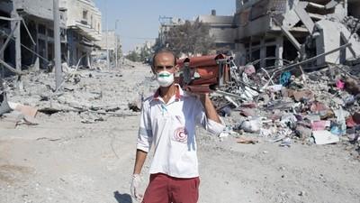 En imágenes: en busca de los heridos y los muertos de la ciudad de Gaza