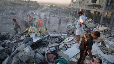 En imágenes: los residentes de Gaza buscan cadáveres durante el alto al fuego