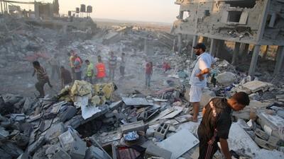 En imágenes: los residentes de Gaza buscan cadáveres durante el alto el fuego