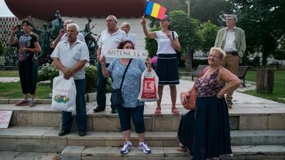 Fanii Antena 3 se revoltă și fac expoziție de colaje