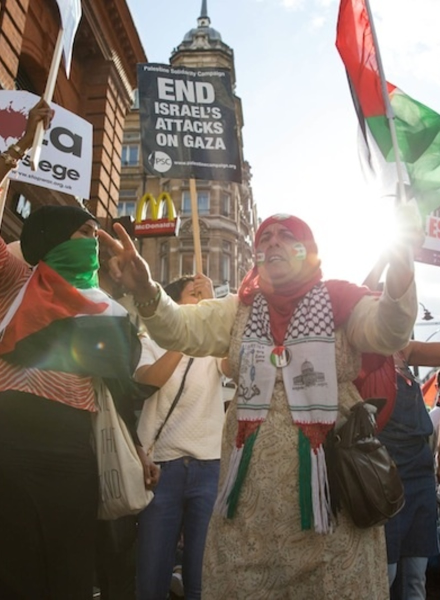 London's Pro-Palestine Demonstrators Spent Saturday Shouting at Stores
