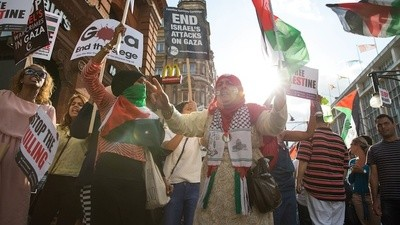 London's Pro-Palestine Demonstrators Spent Saturday Shouting at Shops