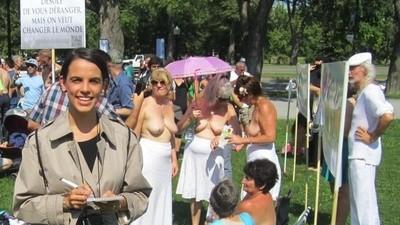 Les Raéliennes manifestent seins nus afin de défendre l'égalité entre les sexes
