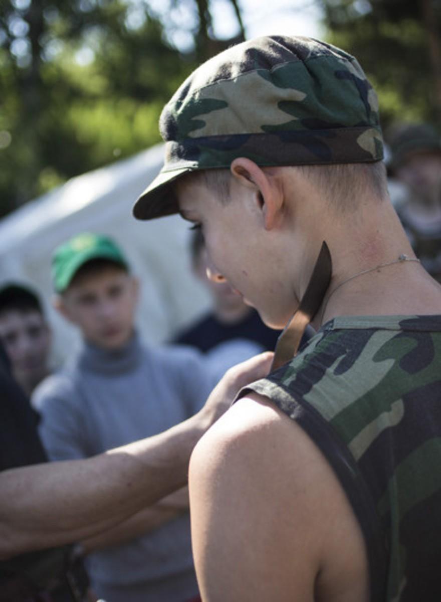Campamento de vacaciones ruso: artes marciales y entrenamiento con armas militares