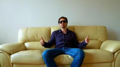 Ghid practic pentru bărbaţi: Cum să fuţi prin couchsurfing