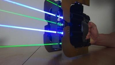 O Homem Que Vende Armas de Laser e Lança-Chamas Caseiros