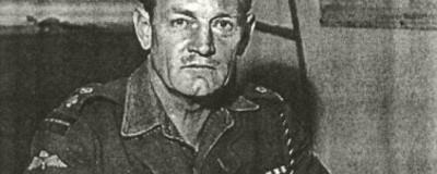 Der britische Nazischlächter, der mit Schwert und Bogen in den Zweiten Weltkrieg zog